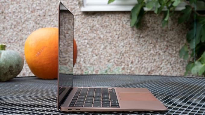 Đánh giá MacBook Air M1 512GB cho thấy trải nghiệm trên chiếc máy tính này cực kỳ nhanh