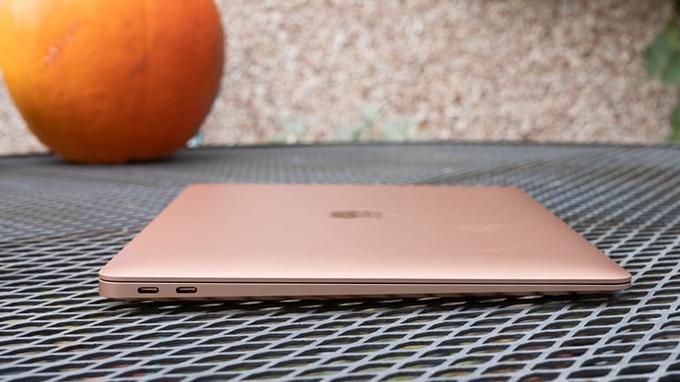 Thời lượng sử dụng pin trên MacBook Air M1 512GB được đánh giá khá cao