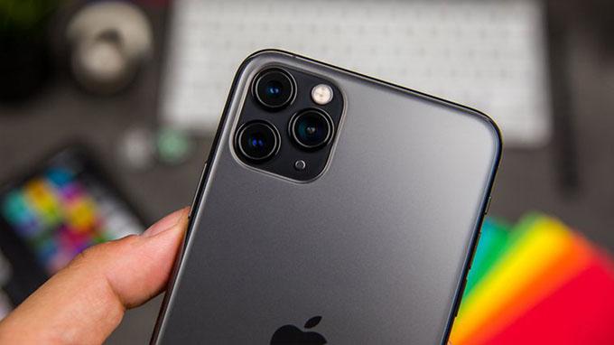 camera iPhone 11 Pro 64GB cũ giá rẻ được đặt trong một khối hình vuông