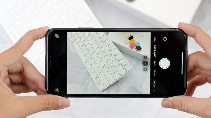 iPhone 11 Pro Max giá rẻ là một trong 2 điện thoại đầu tiên của Apple được nâng cấp hệ thống 3 camera mới