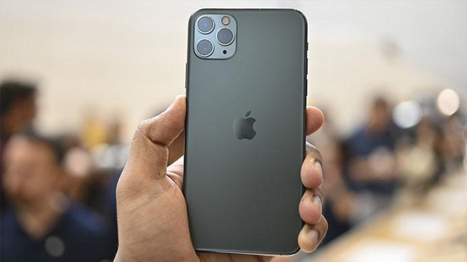 iPhone 11 Pro Max là điện thoại đầu tiên được nâng cấp 3 camera của Apple