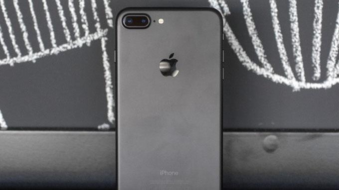 iPhone 7 Plus là điện thoại đầu tiên của Apple tích hợp camera kép