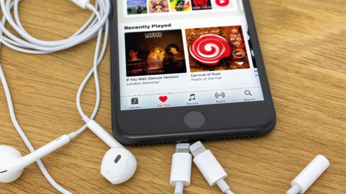 Thế hệ iPhone 7 đã loại bỏ jack cắm tai nghe 3.5 mm