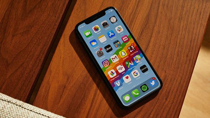 Màn hình iPhone 11 Pro 64GB cũ có kích thước nhỏ gọn
