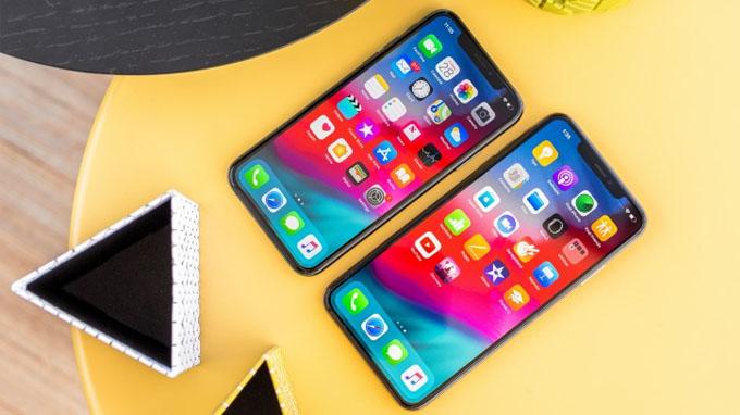 Khả năng hiển thị trên điện thoại iPhone là tuyệt vời khi cả 2 đều sử dụng tấm nền OLED cao cấp