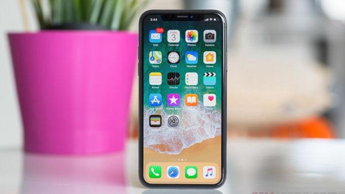 Apple iPhone X được trang bị viên pin 2.716 mAh
