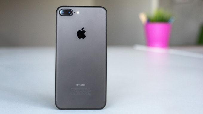 Thiết kế iPhone 7, iPhone 7 Plus đều khá giống với model cũ