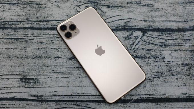 iPhone 11 Pro Max 64GB cho thời lượng sử dụng lâu hơn 5 giờ so với các model iPhone Xs Max