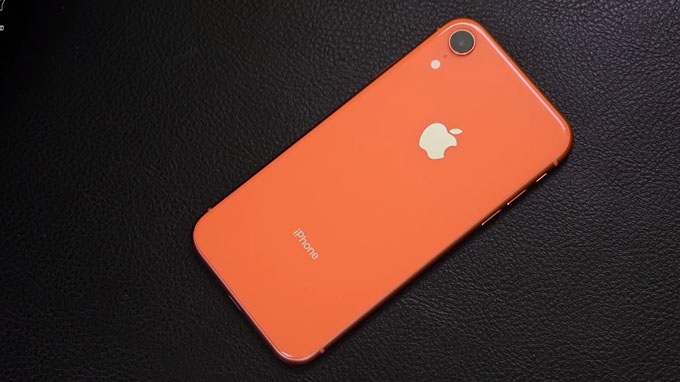 Thiết kế iPhone Xr 64GB cũ khi nhìn tổng thể phía sau khá giống với điện thoại iPhone 8