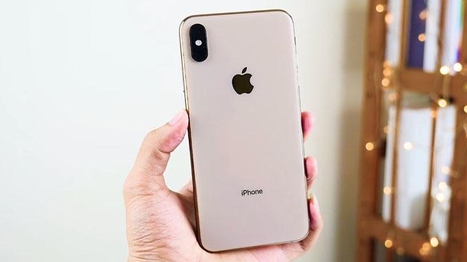 tổng thể iPhone Xs Max 256GB cũ có kích thước khá lớn so với các model khác