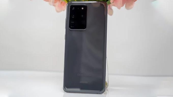 Galaxy S20 Ultra có thiết kế tinh tế nhẹ nhàng như các model tiền nhiệm