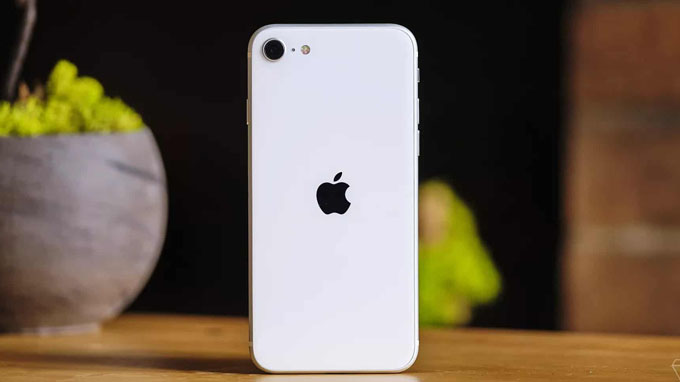 điện thoại iPhone SE 2020 chỉ được tích hợp 1 camera ở phía sau