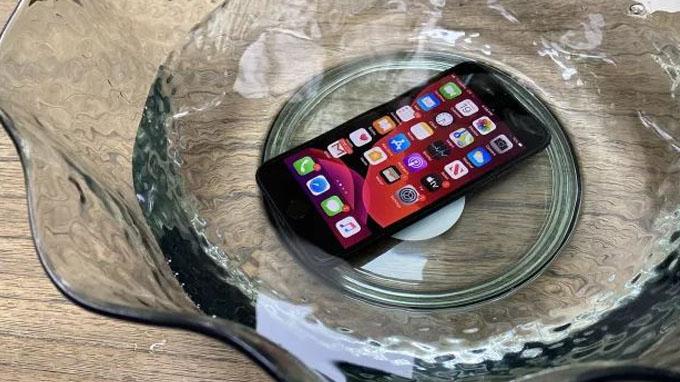 iPhone SE 2020 được tích hợp chuẩn kháng nước IP 67