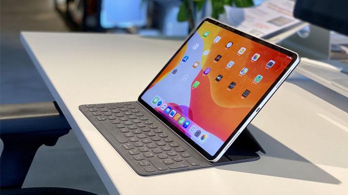 Mua iPad Pro 2020 bạn sẽ được kèm theo chiếc bàn phím rời vô cùng tiện lợi