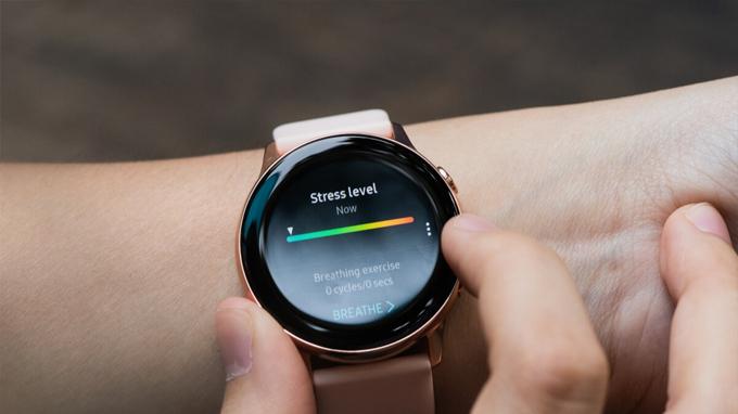 Galaxy Watch Active 2 được trang bị nhiều tính năng mới đáp ứng tốt nhu cầu sử dụng hàng ngày