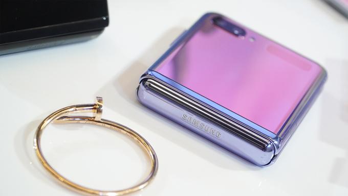 điện thoại Galaxy Z Flip có thể hoạt động lên đến 200 ngàn lần gập