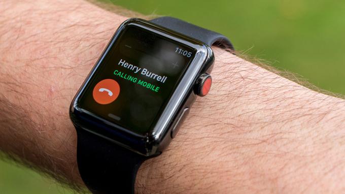 Dùng Apple Watch Series 3 42mm cũ có thể thực hiện việc nghe gọi