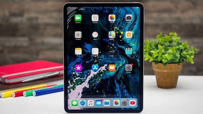 Màn hình iPad Pro 12.9 Wi-Fi 4G 256GB có kích thước khá lớn lên đến 12.9 inch