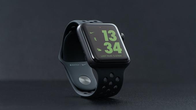 hiết kế Apple Watch Series 3 38mm cũ giá rẻ vẫn được hoàn thiện từ chất liệu nhôm mạ bạc
