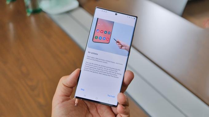 Galaxy Note 20 và Galaxy Note 20 Ultra đều sở hữu bút S-Pen chuyên nghiệp