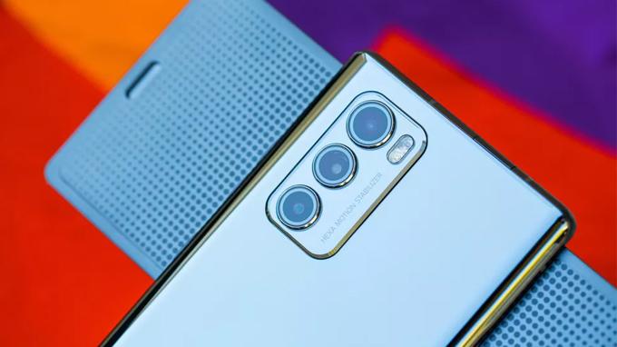 Cụm camera trên LG Wing 256GB bản Mỹ có thiết kế tương tự các model Galaxy Note 20