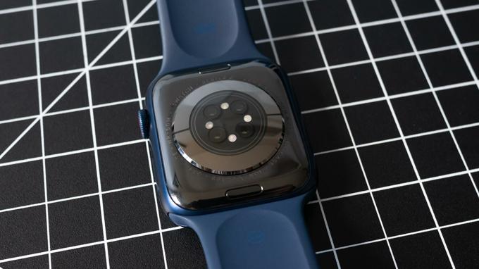 Apple Watch series 6 có khả năng đo nồng độ oxy trong máu.