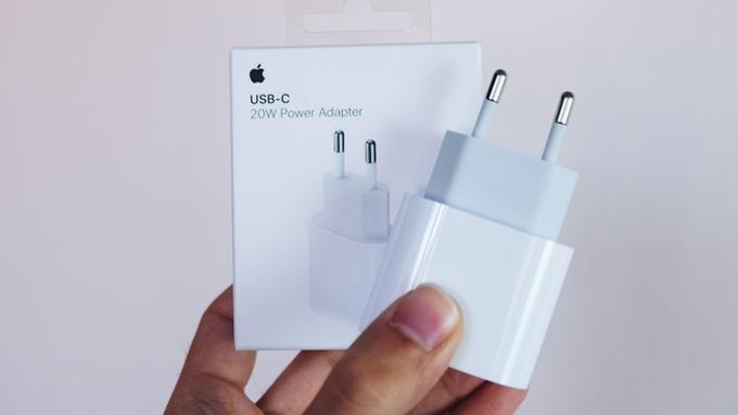 củ sạc nhanh iPhone 20W hỗ trợ sạc nhanh cho iPhone/ iPad vô cùng tiện lợi