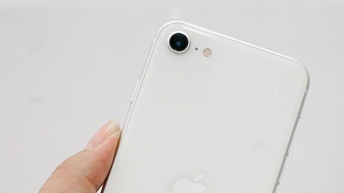 Camera iPhone SE 2020 256GB được tích hợp 1 ống kính với độ phân giải 12 MP