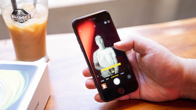 Camera iPhone SE 2020 64GB có thông số kỹ thuật như iPhone 8 với 1 ống kính có độ phân giải 12MP và khẩu độ f/1.8