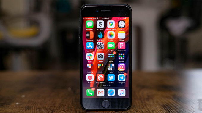 màn hình iPhone 2020 cũng được đánh giá cao khi đạt độ sáng tối đa lên đến 625 nits