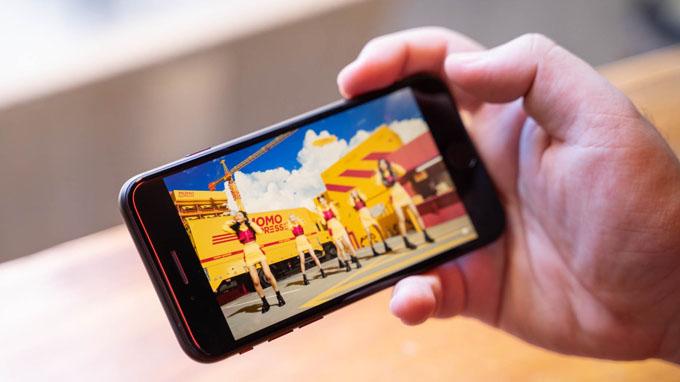 màn hình iPhone SE 2020 64GB vẫn được đánh giá khá cao