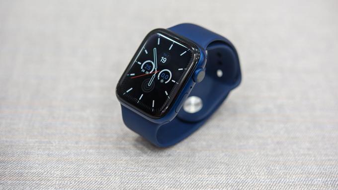 hiết kế Apple Watch series 6 40mm LTE không có nhiều sự thay đổi