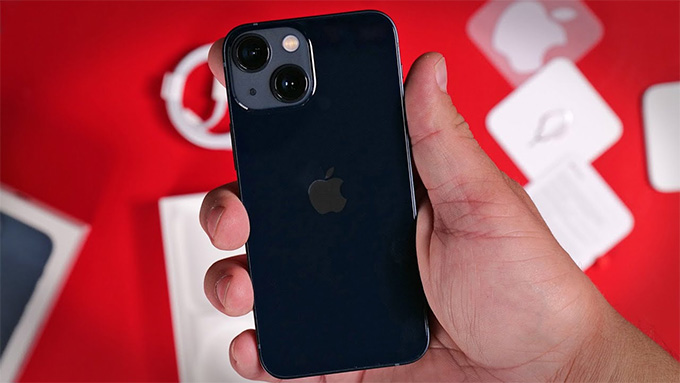 iPhone 13 mini 256GB giúp người dùng có thể dễ dàng thao tác bằng một tay