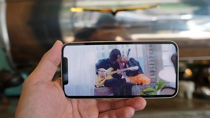màn hình iPhone 12 64GB chắc chắn sẽ mang đến khả năng hiển thị xuất sắc