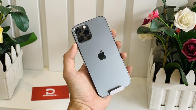 thiết kế iPhone 12 Pro 128GB khiến chúng ta gợi nhớ ngay đến các model iPhone cũ như iPhone 4, iPhone 5.